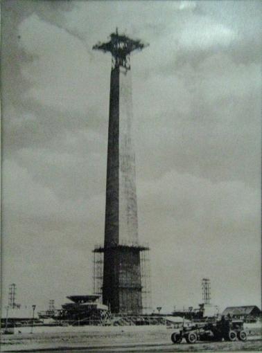 Monas_Construction_Circa_1963
